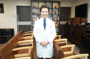 PEOPLE WHO WEAR A LAB COAT  vol.1: 日比谷クリニック 加藤哲朗